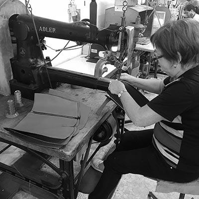Über 100 Jahre alte Nähmaschine